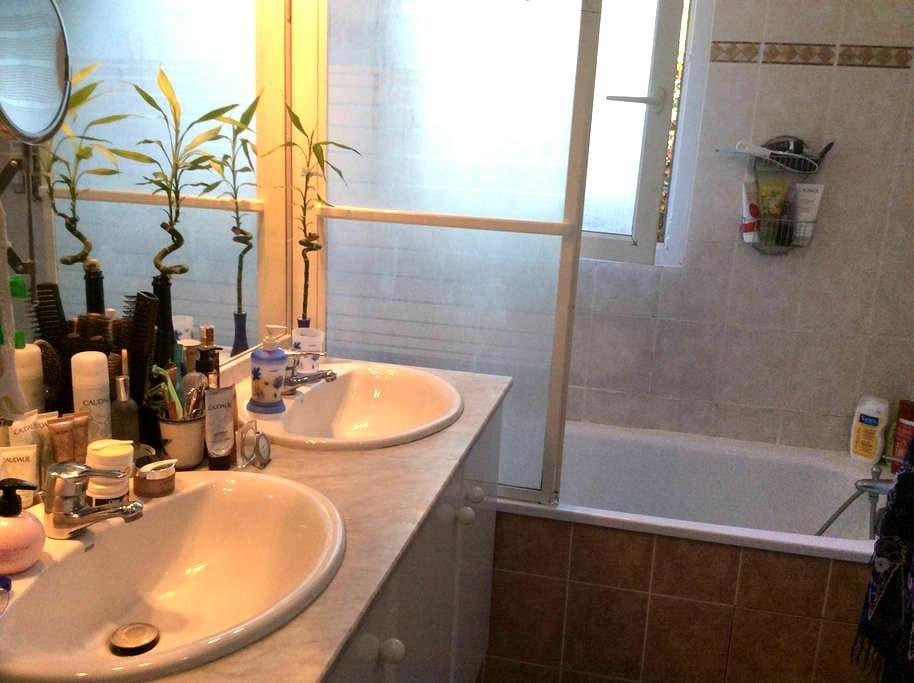 Chambre confortable dans jolie résidence - Cugnaux - Gästhus
