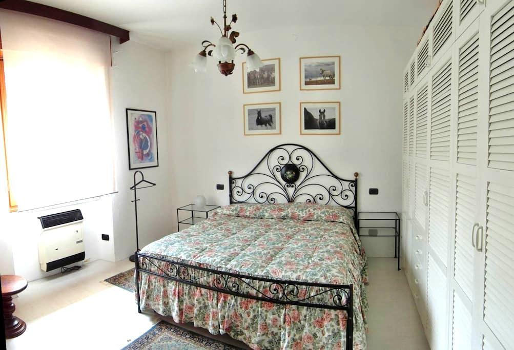 Lake Maggiore privat ground floor 2 rooms & garden - Angera - Andre