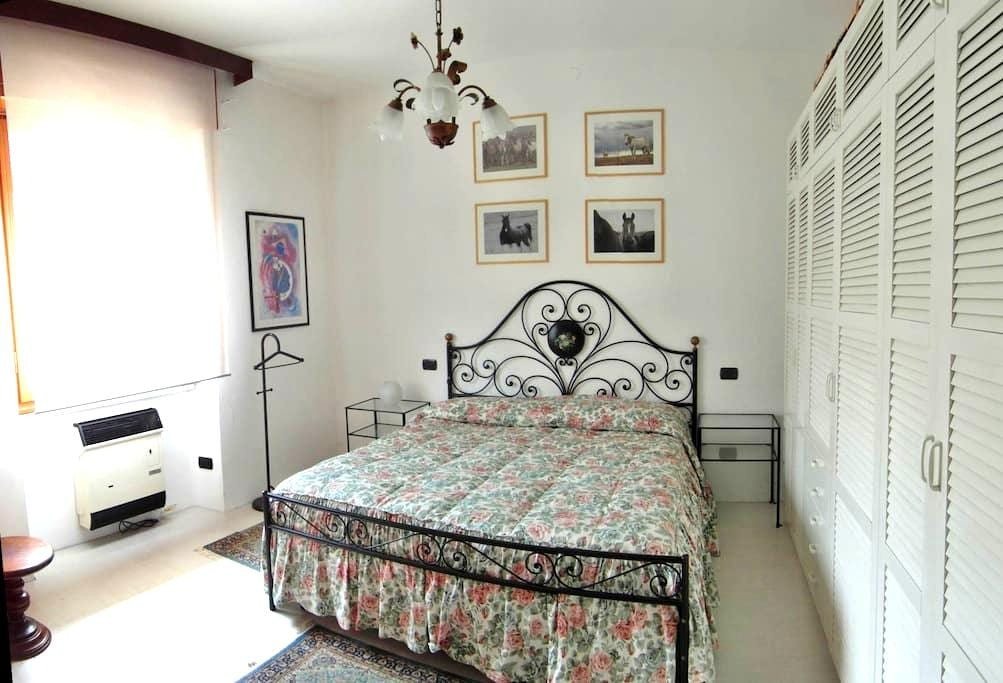 Lake Maggiore privat ground floor 2 rooms & garden - Angera - Overig