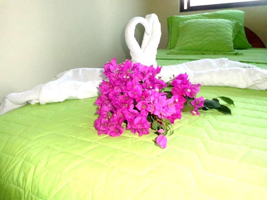 """CASA CASCADA- GALAPAGOS  """"Habitación Matrimonial"""" - Puerto Ayora - Vendégház"""