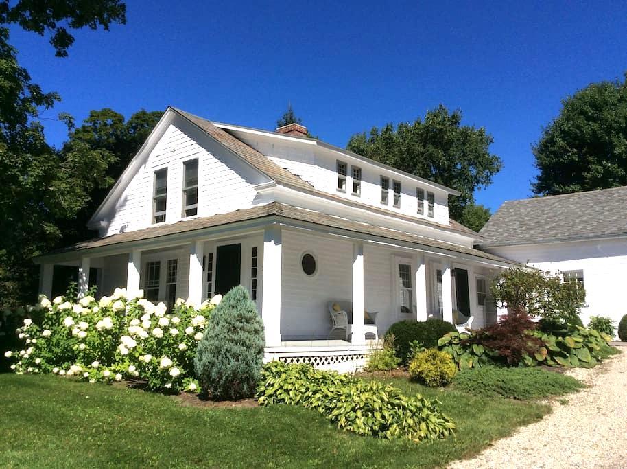 Southwest Vermont: Mount Pleasant - Sunderland - Hus