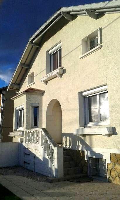 Maison rénovée proche centre ville ,quartier calme - Bergerac - House