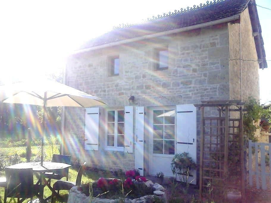 Quality furnished detached cottage. - Melle - Casa