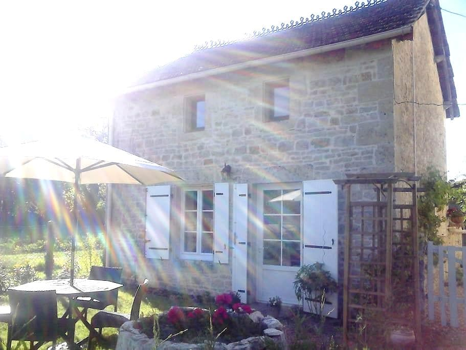 Quality furnished detached cottage. - Melle - House