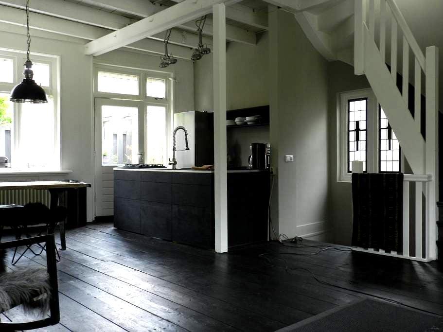 Upstairs residence Leeuwarden - Leeuwarden - Rumah