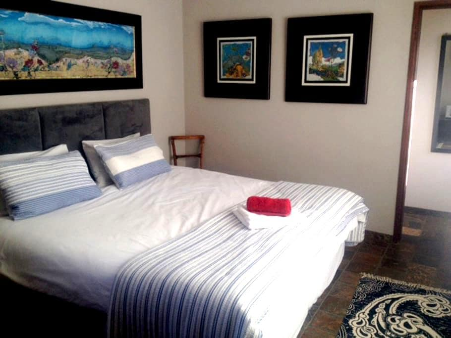 Charmwood Cottage - Sunny, Semi-self Catering Unit - Bloemfontein - Apartment