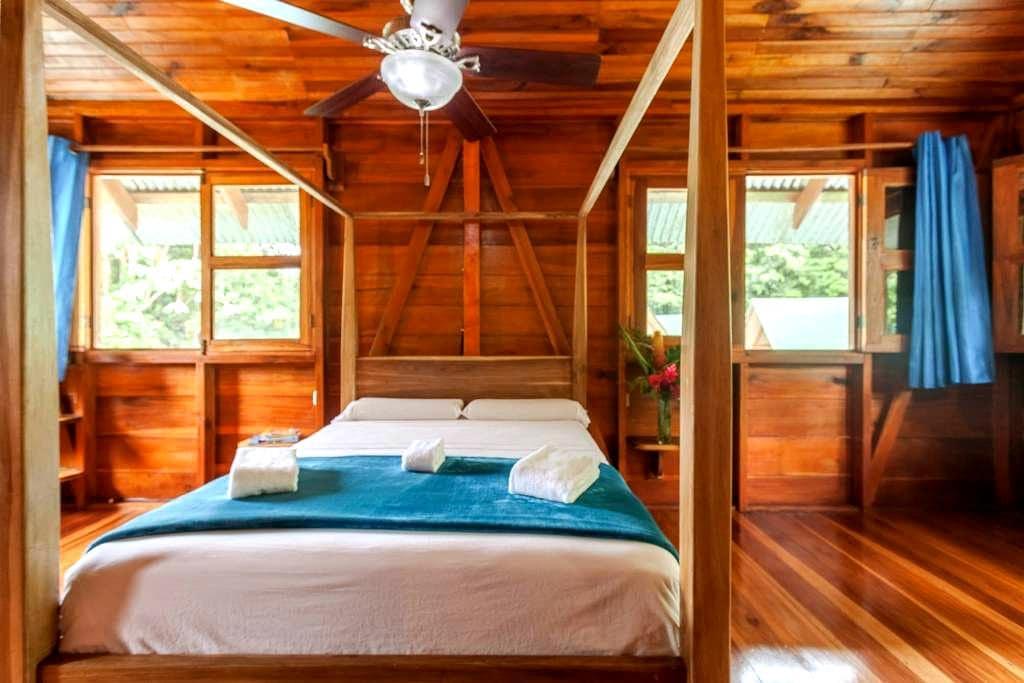 Large room all exotic wood - Cocles, Puerto Viejo de Talamanca - 住宿加早餐
