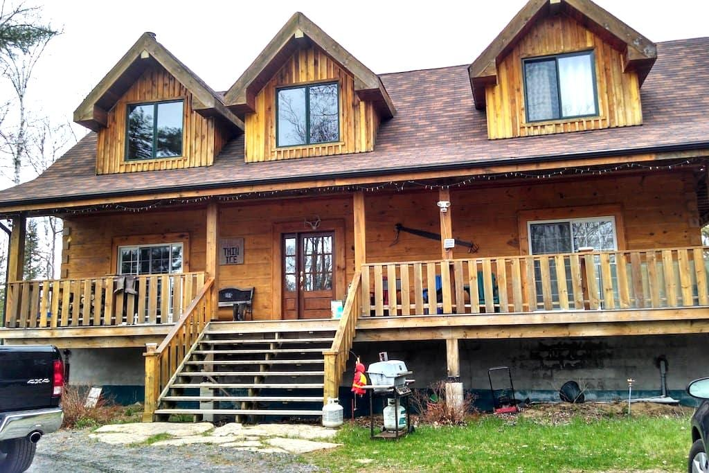 Beautiful Log Home in the Woods! - Baysville