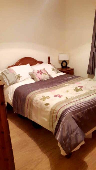 Spacious Double Room in lovely home - Claremorris