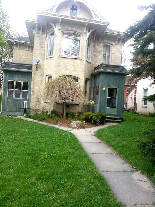 Beautiful Old Victorian Style Home - Wingham - Haus