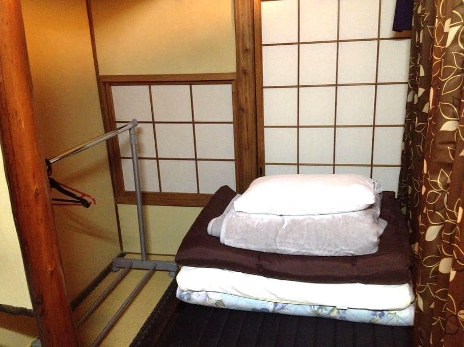 Men only single private space in living room Osaka - Ōsaka-shi - Bed & Breakfast