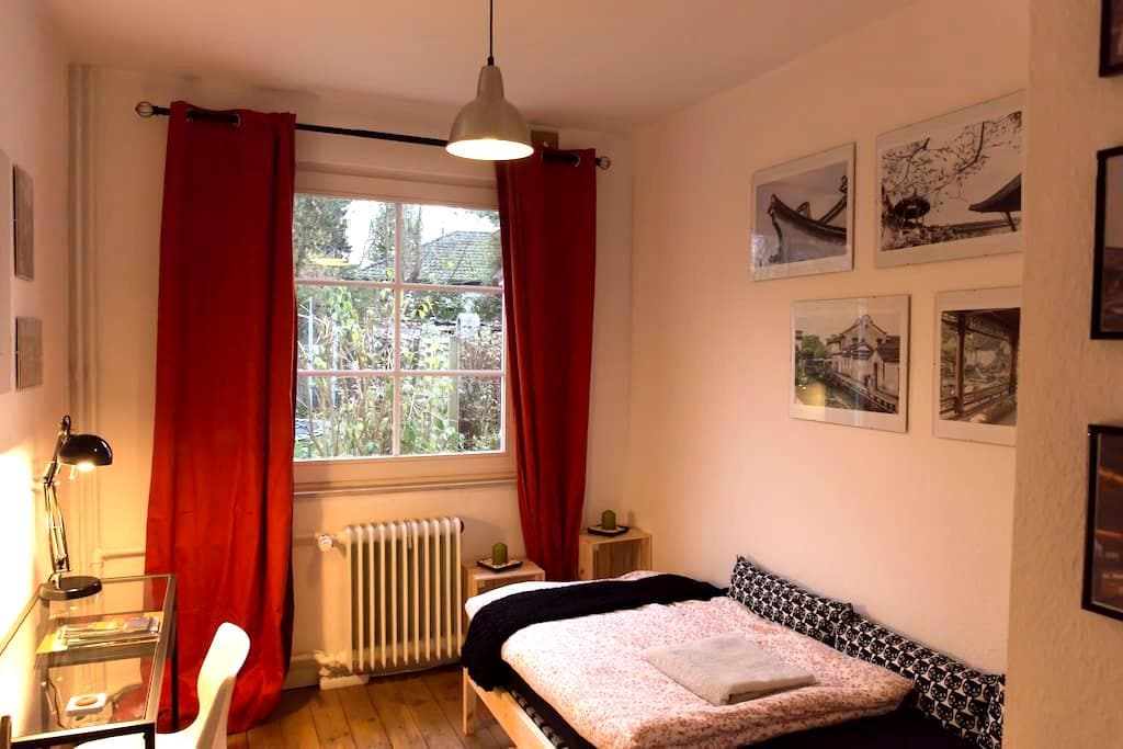 Gallery room with garden view - Hamburgo - Casa