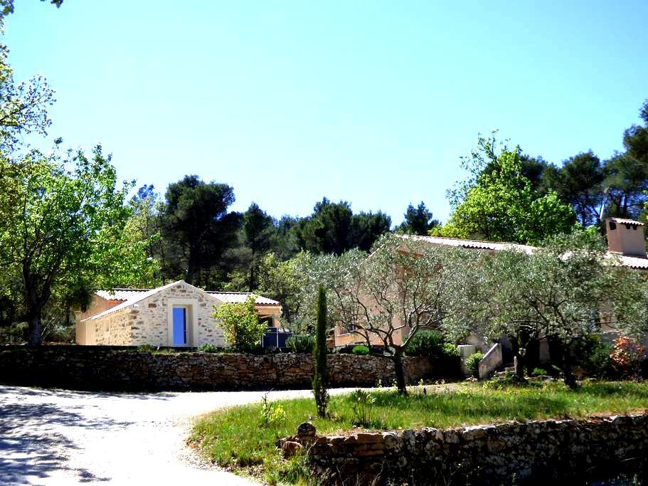Chambre privée La Tuilière, vue Sainte Victoire - Trets - Bed & Breakfast