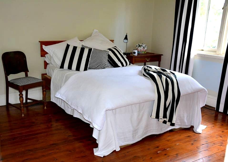 A cosy artists cottage - Katoomba - Bed & Breakfast