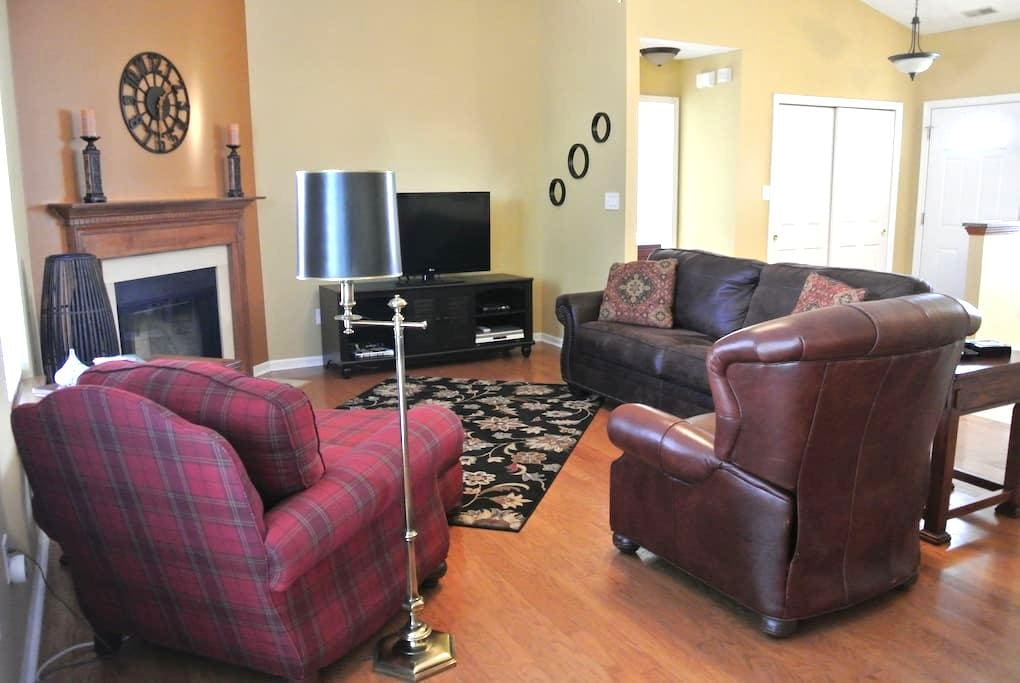 Entire NE Indy home. Cozy in a great location. - Fishers - Casa