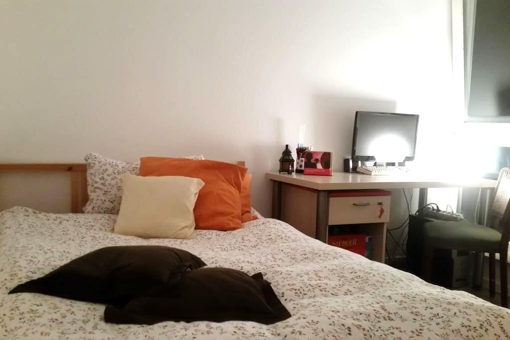 Nice and cosy room in Cologne, close to Ehrenfeld - Colônia