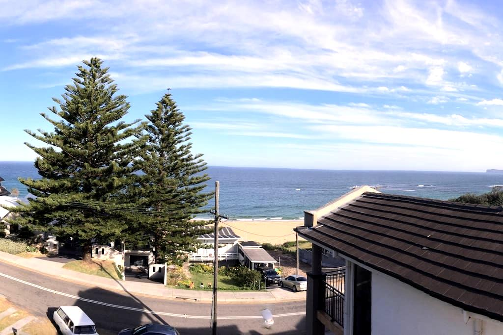 Idyllic beach house - great views 50m to the sand! - Forresters Beach - Casa