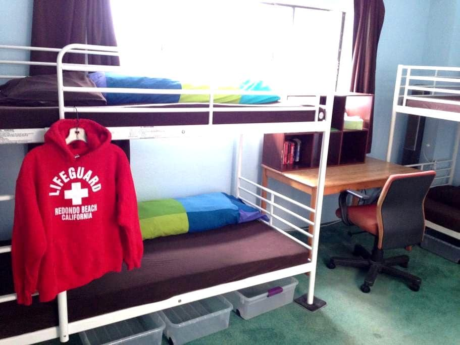 Comfy Bed in a Home Hostel Bunk #3 - Redondo Beach - Rumah