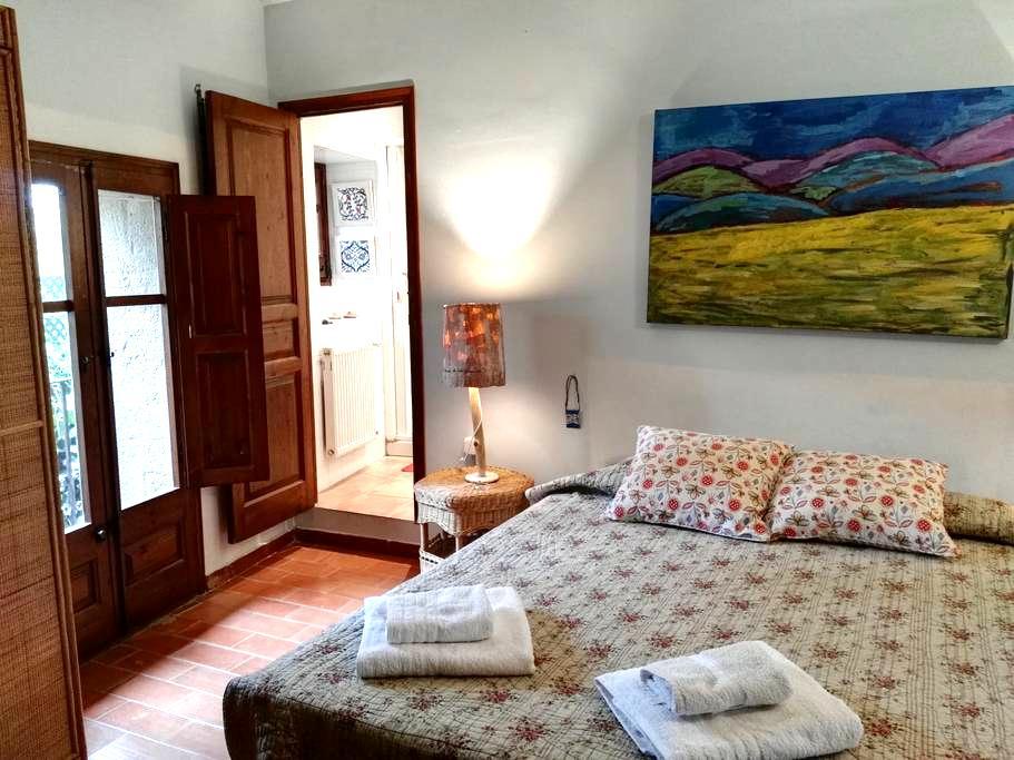 Habitación con baño casa de pueblo en el Empordà - Ordis - Bed & Breakfast