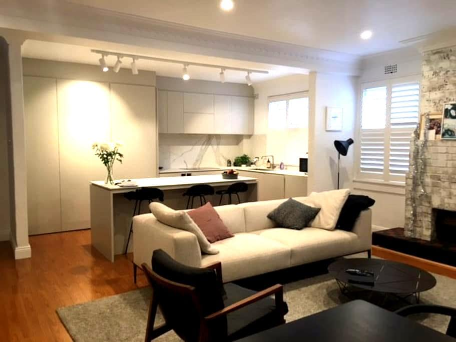 Apt on golf course. 2min to harbour - Rose Bay - Appartement