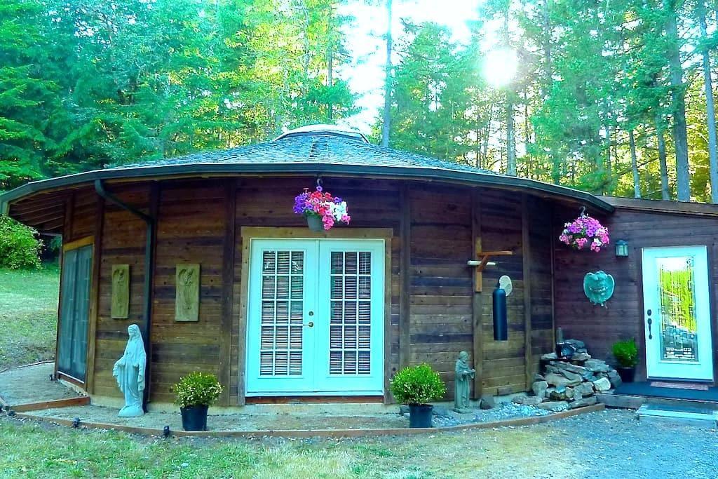 Sanctuary in Eugene's Wine Country - Eugene - Hus