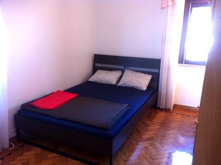 Room with private shower,(not ensuit)wc & balcony - Lisbon - Apartment