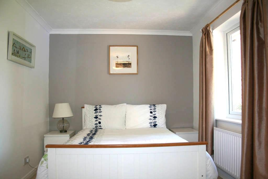 Double bedroom with own bathroom - Ash Vale