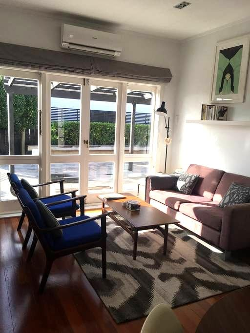 Cozy Room in Sunny Bungalow - Auckland - House