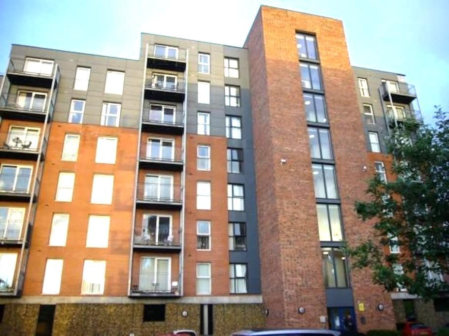 Modern 1 bed flat near City Stadium - Manchester - Apartment