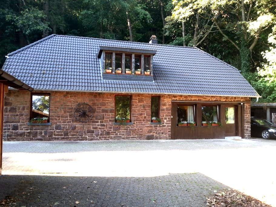 gemütliches Bruchsteinhaus am Rande der Eifel - Schleiden - Huis