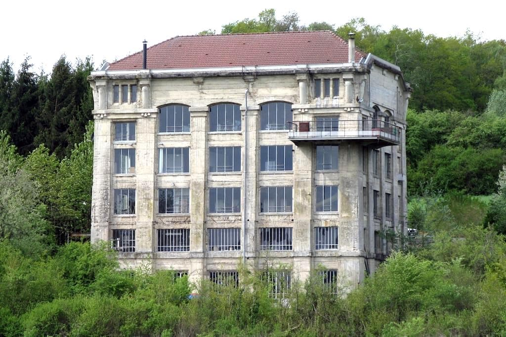 group accommodation in old factory - Gercourt-et-Drillancourt