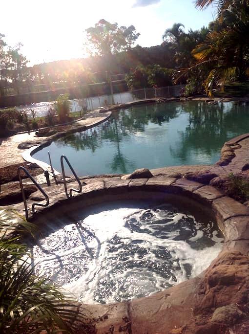 Resort style accomodation - Mermaid Waters - Penzion (B&B)