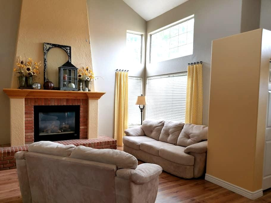 Bright, clean, comfy home with lots of parking. - Washington - House