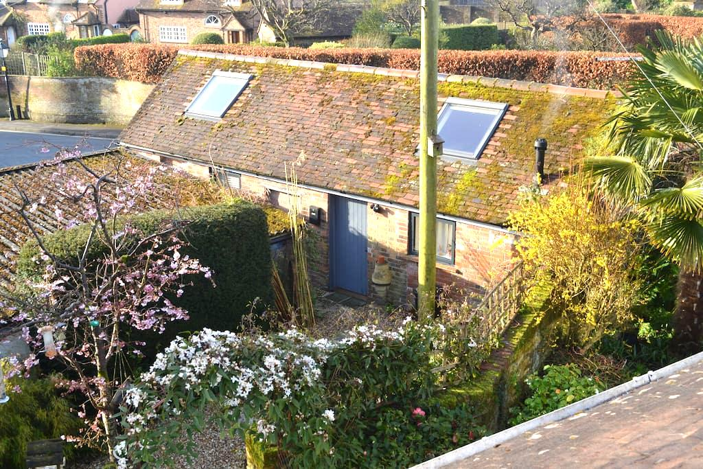 Quaint old cowshed conversion. - Lymington - Overig