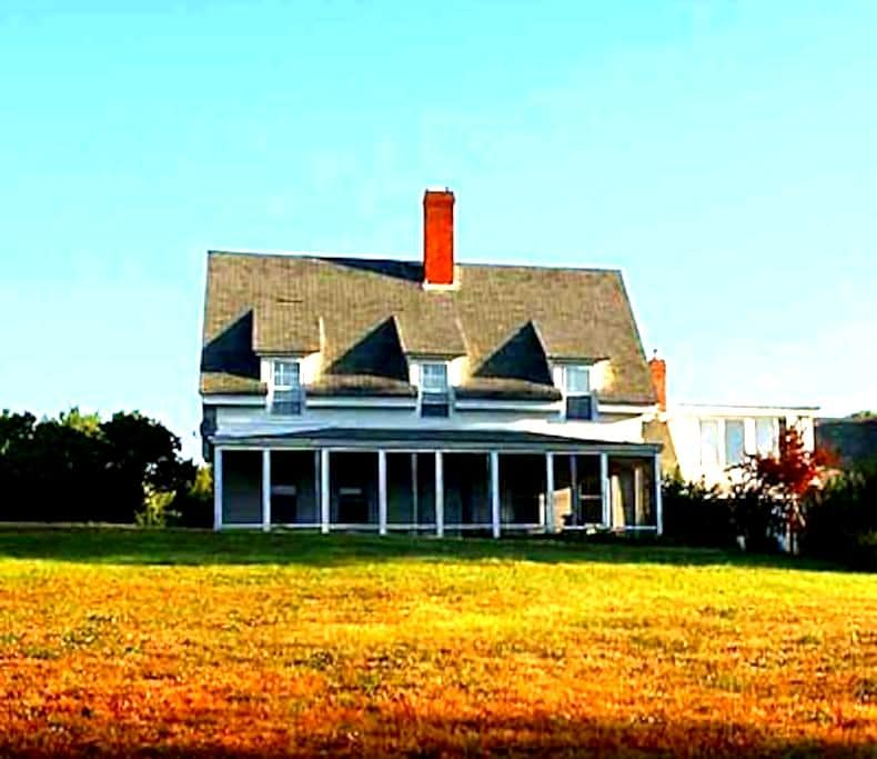 Historic Saltwater Farmhouse - Georgetown