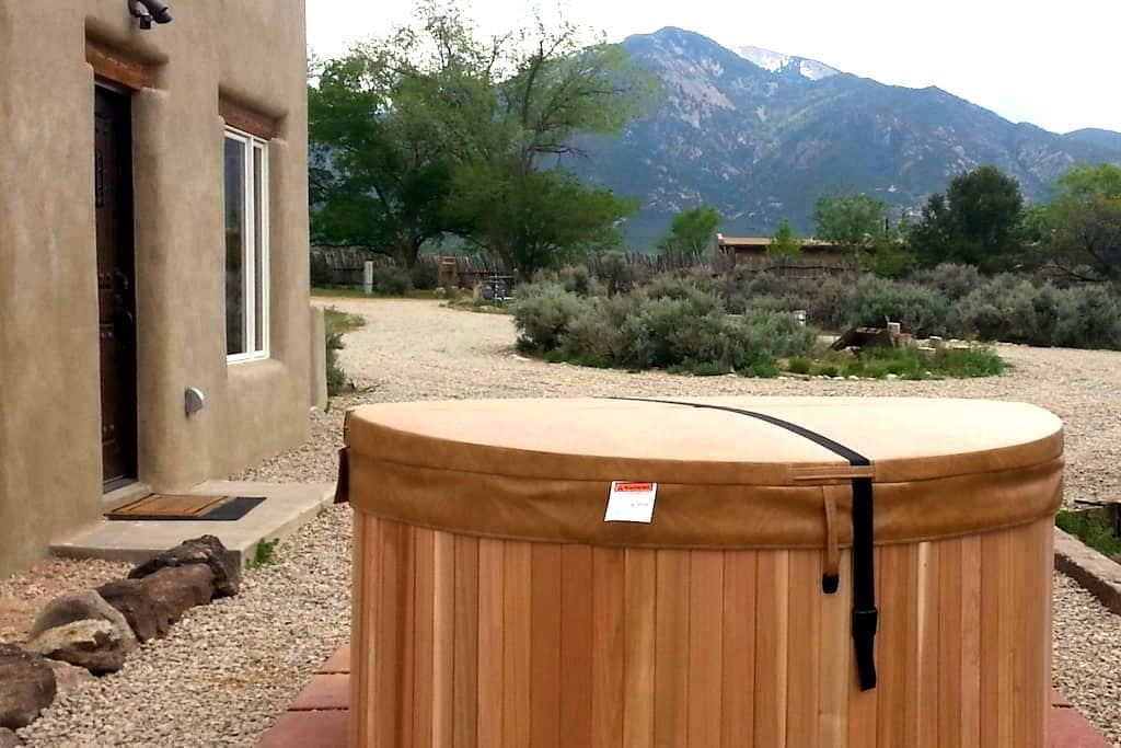 Brand New Guest House - great location - hot tub - El Prado - Gästhus