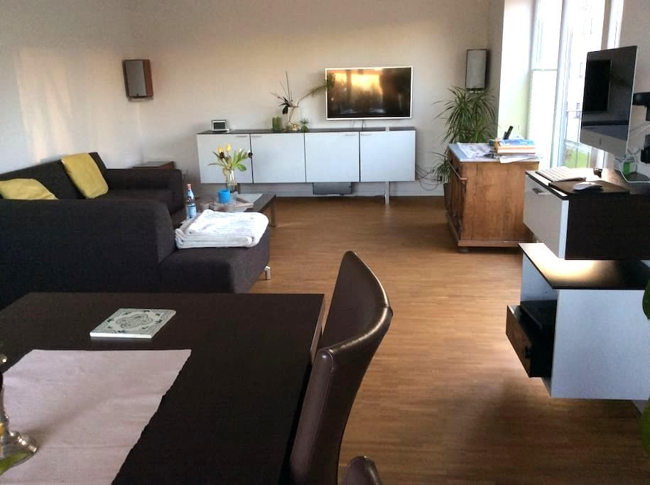 COSY, QUITE, HIGH STD APARTMENT - Düsseldorf - Apartamento