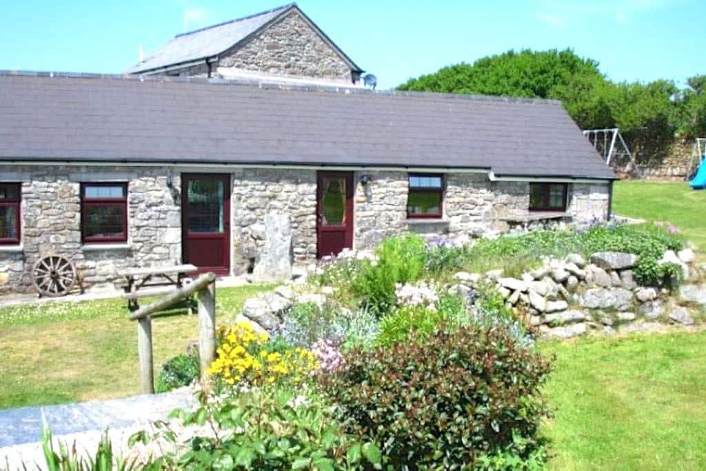 Pen at Chycarne Farm - Praa Sands - House