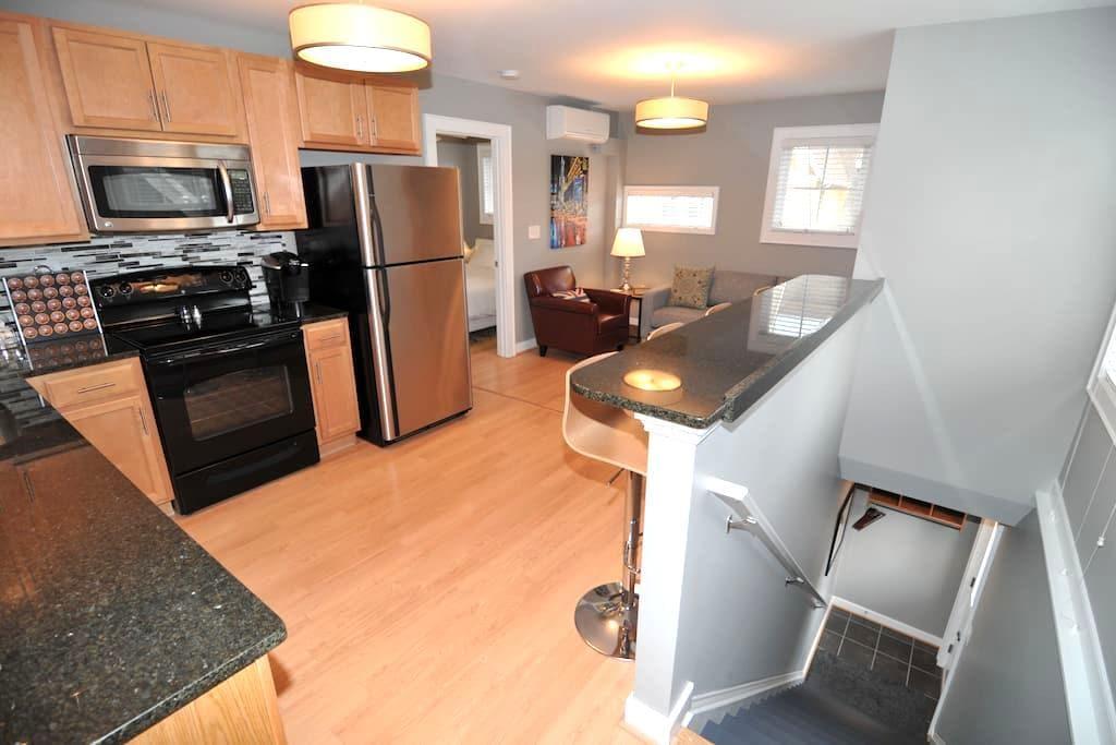 Luxury Lodging & EV Charging - Charlottesville - Apartment