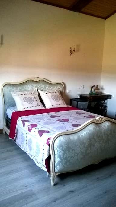 Belle chambre d'hôte - Fourques-sur-Garonne - Gästhus