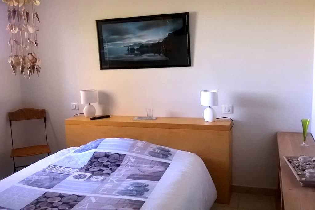 CHAMBRE : TV - SDB & WC privatifs + PETIT DEJ - Muret - บ้าน