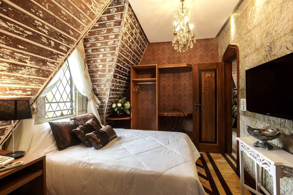 Hospe-se em um autêntico Castelo Medieval - Petrópolis - Castle