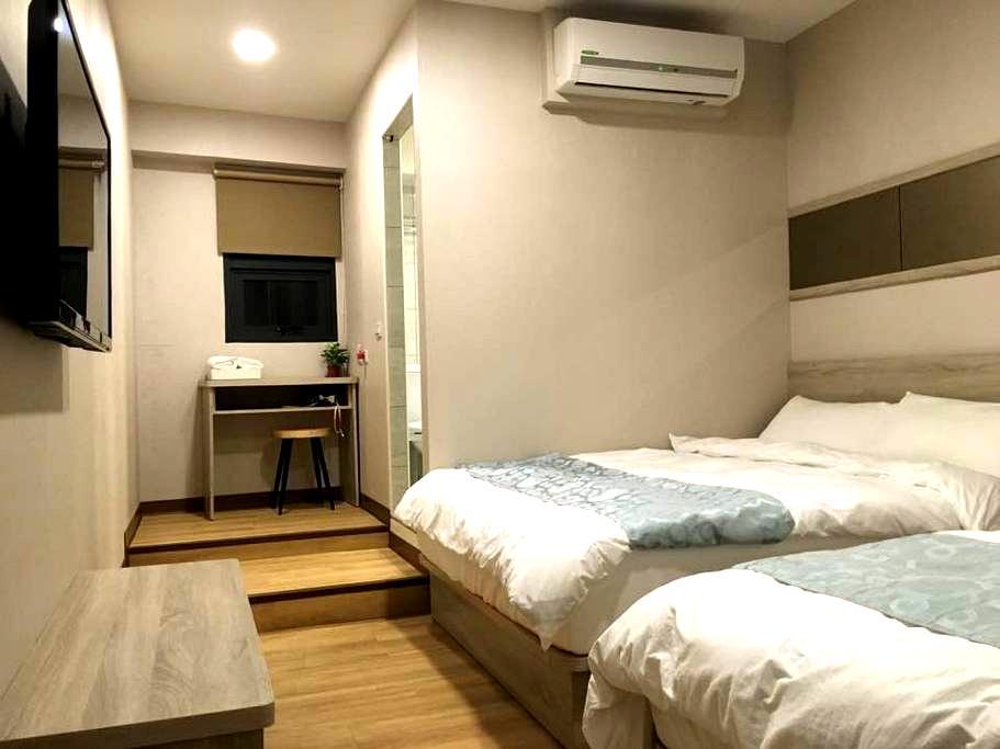 琉戀客佔 Boutique HOTEL 親子四人套房(一大一小床)可當三人房 Triple room - Luodong Township - Casa de hóspedes