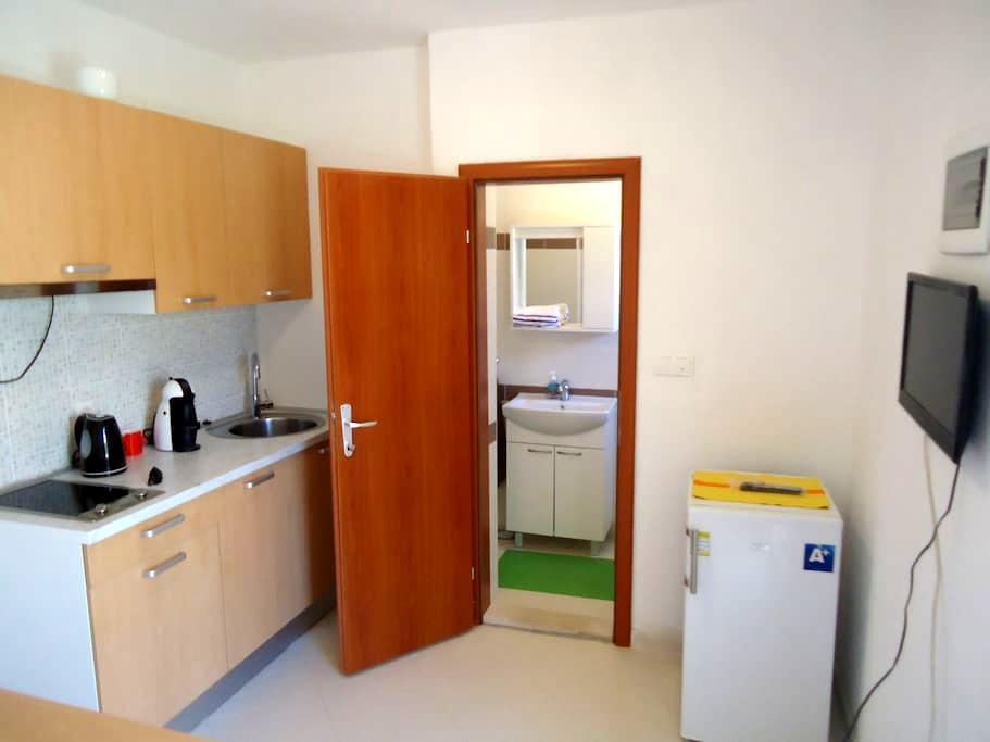 Beppo studio apartment-Mirca - Mirca  - Huoneisto
