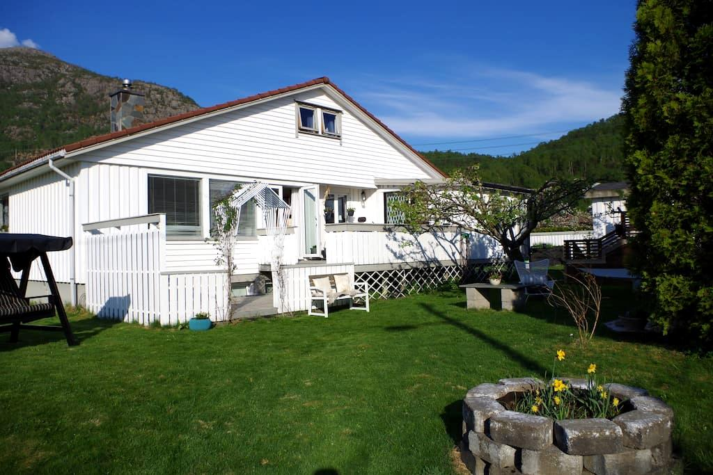 Charming and spacious apartment near Pulpit Rock - Jørpeland - Villa