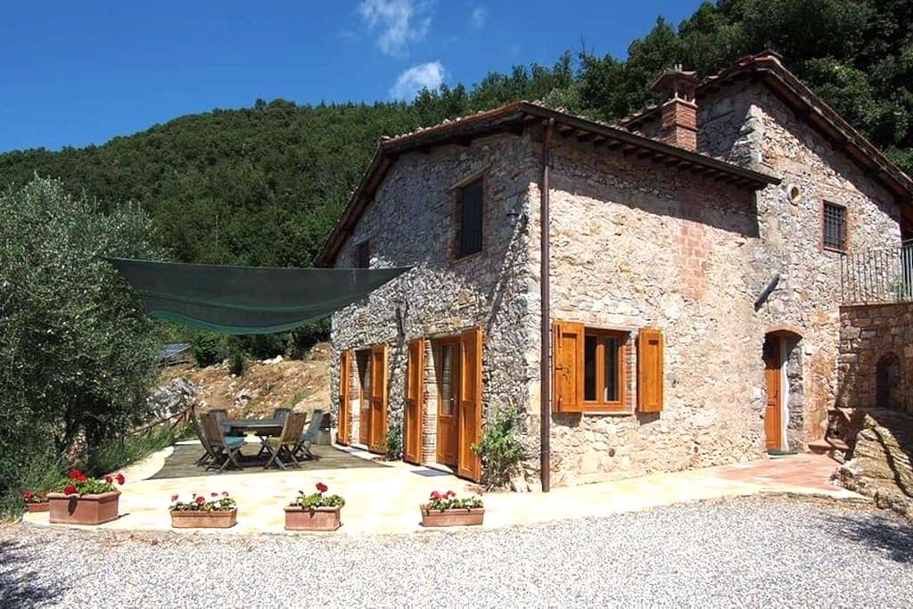 Farmhouse in countryside near Lucca - Valdottavo - House