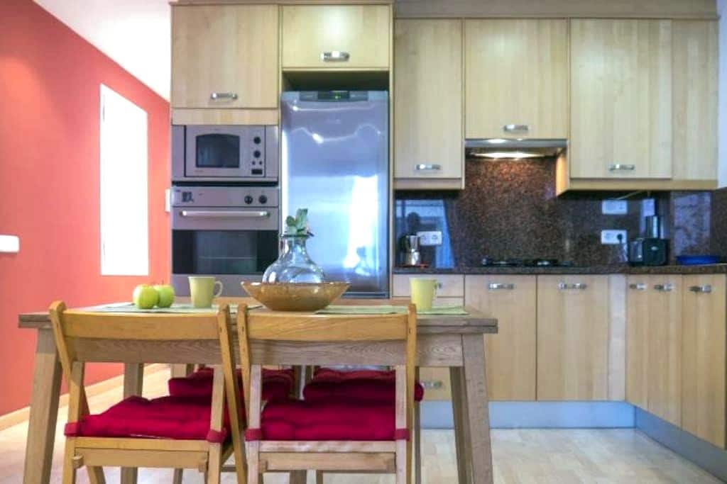 Calm Central Spacious Apartment with Open Kitchen - Sitges - Apartemen