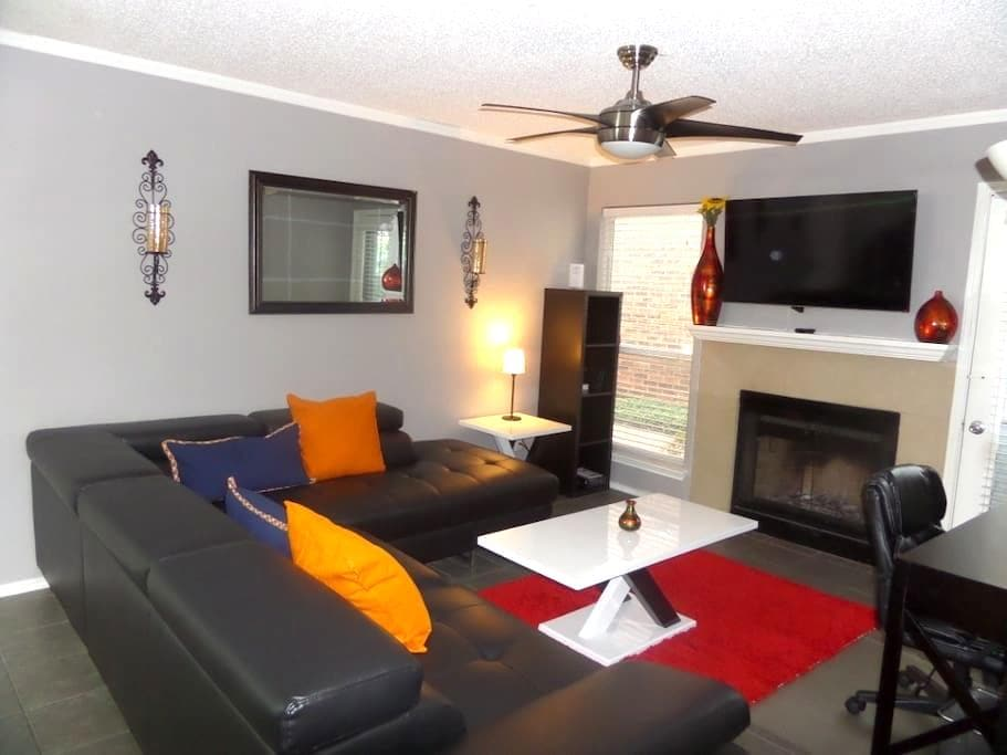 Spacious Upgraded 2bed Condo - Irving - Lyxvåning