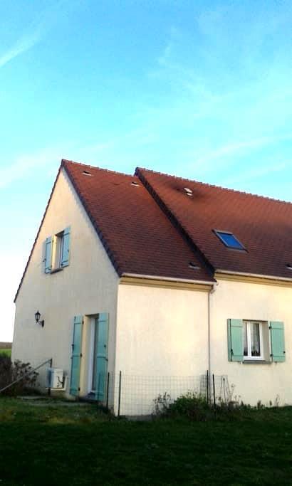 Maison dans un petit village - Fréville-du-Gâtinais - Huis