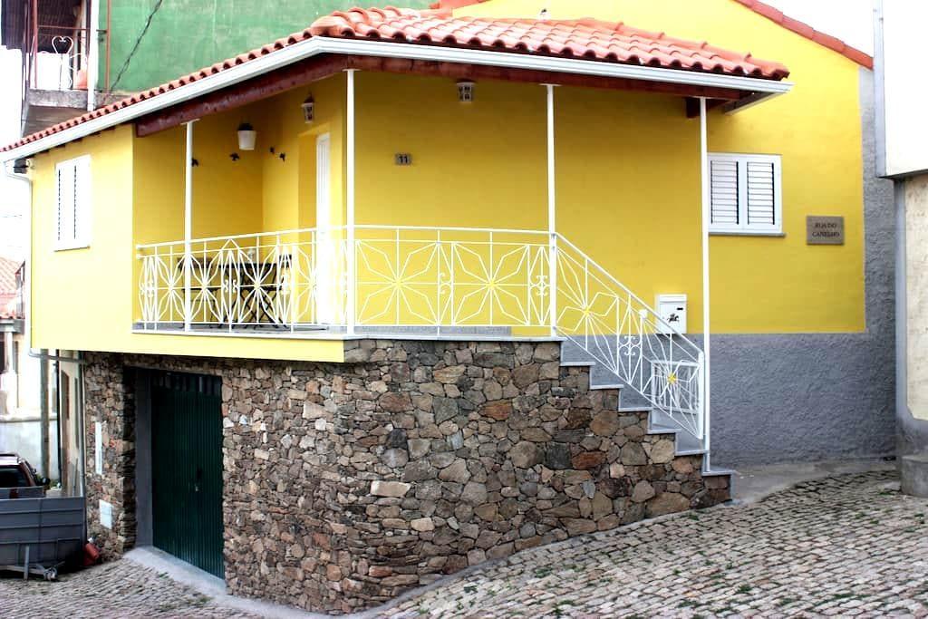 Casa Amarela - Vilarinho de Agrochão - House